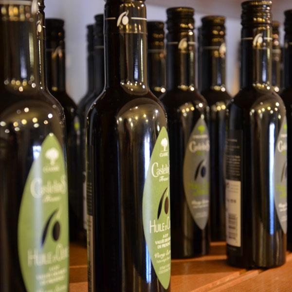 Place des huiles huiles d 39 olive de provence et savons de for Huile d olive salon de provence